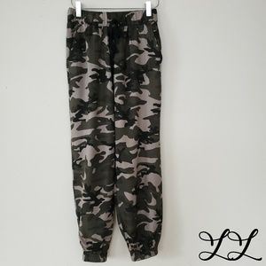 Know One Cares Pants Joggers Camouflage Army Green